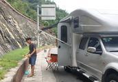 房车去西藏途中高速限高,出高速做饭休息,接下来只能走318国道
