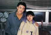"""""""金龟子""""刘纯燕52岁生日宴,19岁女儿惊艳现身,网友:很漂亮!"""