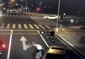 宝马男砍人不慎刀落反被杀 律师:涉嫌故意伤害致人死亡