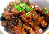 炒烧鸭怎么做好吃,尖椒炒烧鸭的家常做法