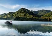 张家界天门山离郴州小东江有多远?