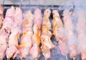 真正羊肉串的烤法,只用四种调料,无需刷油保证鲜嫩多汁