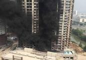 突发!广州番禺亚运城一楼盘工地起火,现场浓烟滚滚