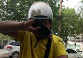 一个差评一天白干,郑州42岁外卖小哥获差评后失声痛哭,让人心酸