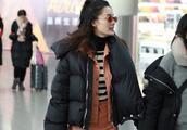当红女演员李沁现身机场