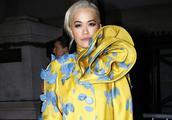 Marc Jacobs明星观秀,瑞塔·奥拉(Rita Ora)身穿黄色长款外套