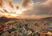 地球垃圾污染已经严重到可怕的程度,世界各国都感到惶恐