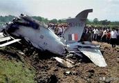 印度空军又遭重创,飞行员炫技出大事,两军机正面相撞现场惨烈