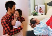 49岁郑嘉颖晒儿子侧脸照 开心留言:自己的宝宝最可爱