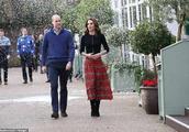 凯特王妃瘦成麻杆身材?穿1万块红格裙喜迎圣诞!腰太细让人心疼