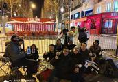小米登陆巴黎:疯狂米粉凌晨3点排队,重现iPhone4开卖盛景