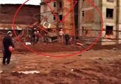 突发!四川蓬安一在建工地塔吊拆除时发生倒塌伤亡事故!