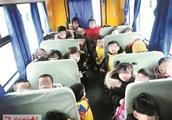 洛阳34个孩子挤在核载19人的幼儿园黑校?#36947;錚?两责任人被立?#21018;?#26597;