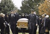 李咏葬礼细节首度公开:悲惋肃穆,全程8位家属送别,总共一小时