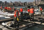 福建泉港碳九泄漏现场直击:海面有一层油,污染海域仍在清理