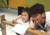 王宝强和儿子通话视频首次曝光 父子俩亲密聊天真情流露直呼想念