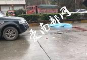 【突发】南充:突发,摩托车被撞飞数米,车主当场死亡