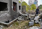 女子花250万买别墅,还没住过就成了废墟:开发商破产了!
