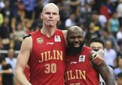 CBA硬骨头,常规赛连克广东、辽宁,季后赛首战险些18分逆转成功