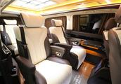 奔驰新威霆七座商务车 迈巴赫级内饰打造 给您头等舱的舒适体验