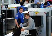 """乘客持枪坐飞机,美政府""""关门""""殃及安检?"""