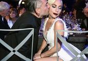 Lady Gaga与未婚夫颁奖礼狂撒狗粮 牵手亲吻似连体婴