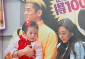 郭富城带岳父岳母逛街,女儿正面超像爸爸,方媛妈妈颜值高气质佳