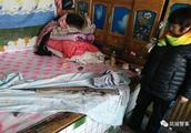 有人私藏枪支 凤城民警从村民家中收缴火药枪