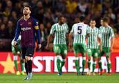 梅西也拯救不了巴萨,巴萨被对手踢穿,不但输球还损失了一名球员