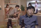 爸爸在家喝醉酒,醒来后发现不对劲,一家人都想杀了他!