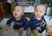 双胞胎女婴同患白血病,卖房子也只够救一个……妈妈的决定让人泪目