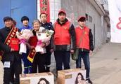 【雷锋就在身边】涉县:把鲜花送给最美的人!
