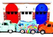 早教小玩具:彩色车库停放漂亮小汽车