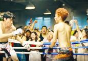 拳击比赛中瘦小伙被对手暴打,神志不清,结果却赢了