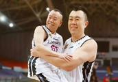 好有爱!韩德君把61岁的潘长江抱在臂弯,遭网友打趣:真像双胞胎
