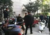 河南信阳:多部门联合整治电动自行车违规停放或充电行为