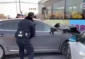 突发!房山一男子持刀伤母,驾车连撞4车后被抓