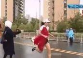 何引丽马拉松事件后续 网友:她的国旗还在心里 你的无耻却在脸