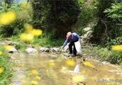 致敬!汉中七旬老人沿汉江源头义务捡垃圾10余年