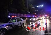绵延2.1公里!凌晨3:30,110辆大货车停满淄博这条路!
