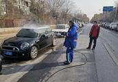 """车太脏影响市容市貌,郑州郑东新区免费为路边的脏车""""洗澡"""""""
