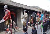 凤凰古镇,千年秦楚文化典型-社火演绎即将开始