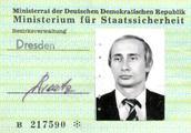 德媒:历史学家在旧档案中发现了普京曾经的东德情报机构证件