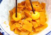 南瓜加2个鸡蛋,不加一滴水,不用一滴油,筷子一搅,冬天抢着吃