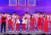 吴磊、王俊凯、王源、易烊千玺在央视春晚同台:谁矮谁尴尬
