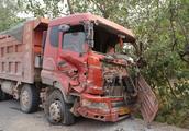 货车掉轮胎后果很严重,离开现场算不算逃逸?保险给赔吗?