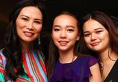 邓文迪庆50岁生日,俩混血女儿晒与妈妈合影,她凭强大气场胜出!