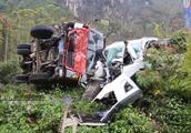一小车与满载甘蔗货车相撞 现场惨烈 事发省道316大新往隆安方向