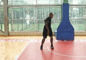 篮球实战课堂:运球基础,别第一天打球就想当德鲁大叔