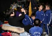 空军蓝天幼儿园多次上春晚,海军中学也在青岛开办,深度军民融合
